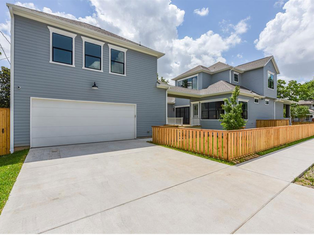 1035 Usener is in an ideal location and provides plenty of off street parking with no lack of green space.
