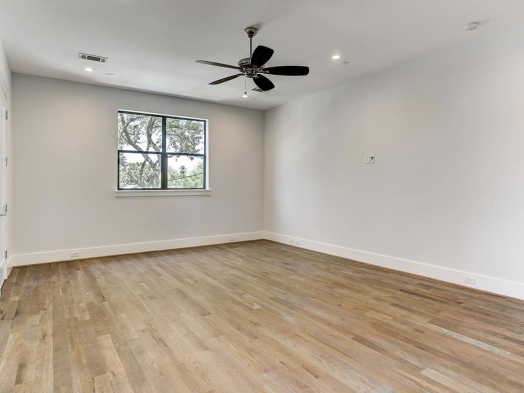 Upstairs bedrooms surround this large game room with so much space.