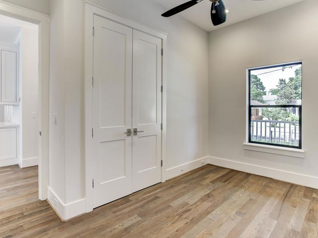 Good sized study off the entry way can also be a 4th bedroom as it has a good sized closet and full bath.